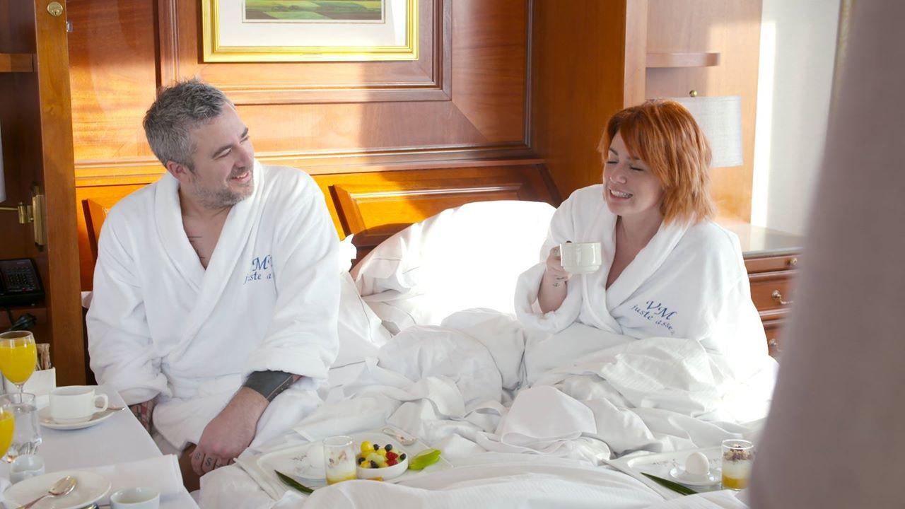 Martin Juneau et Valérie Roberts au lit